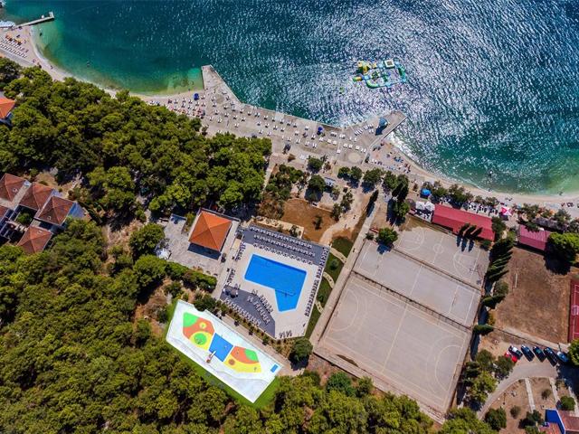 https://dalmatinko.hr/wp-content/uploads/2020/03/hotel-medena.jpg