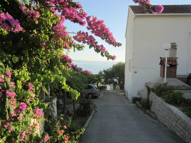 https://dalmatinko.hr/wp-content/uploads/2020/03/perisic_guesthouse.jpg